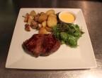 Photo Piéce du boucher, sauce maison du jour, grenailles roties - La Salle à Manger